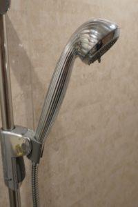 シャワーヘッドと周囲に環境